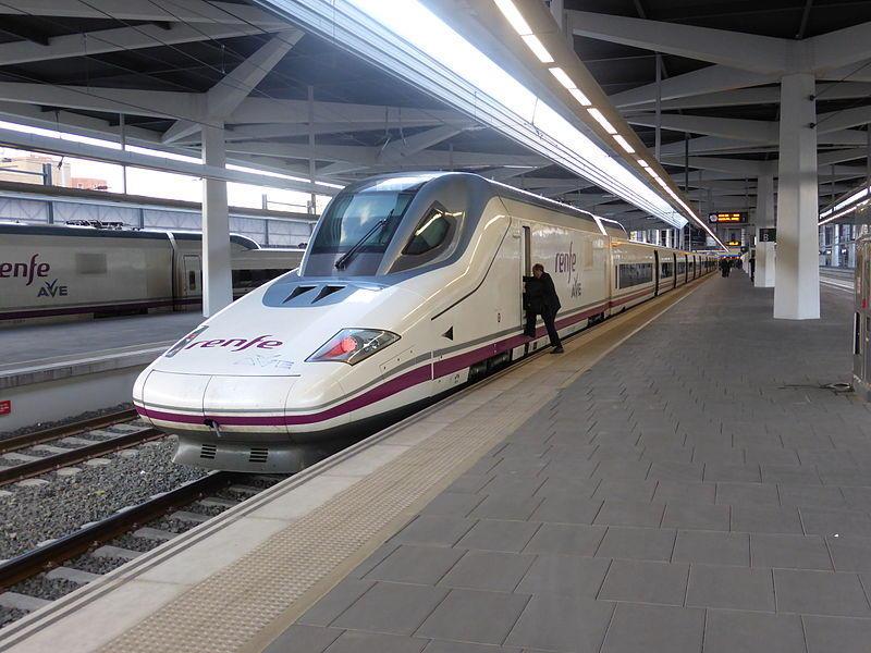 Tren_AVE estación_de_Valencia,_España