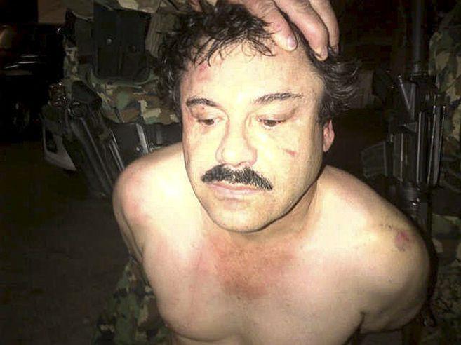 Joaquín 'El Chapo' en el momento que fue detenido antes de entrar en prisión