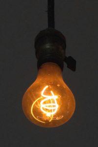 Esta bombilla lleva más de 100 años brillando en la central de bomberos Livermore (California)