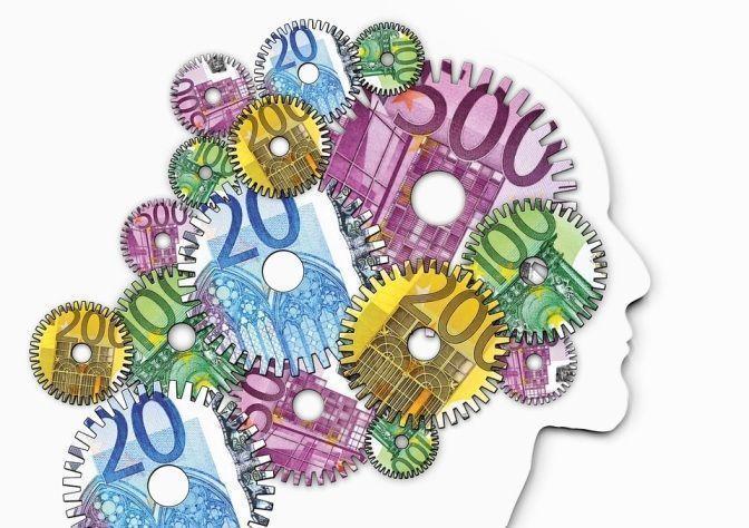 Maquinaria de dinero, gastos, precios